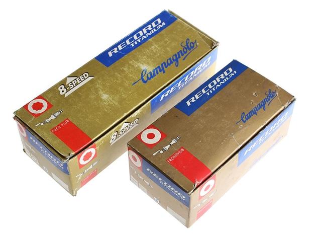 Picture of Campagnolo Record Titanium Hub Set - Silver